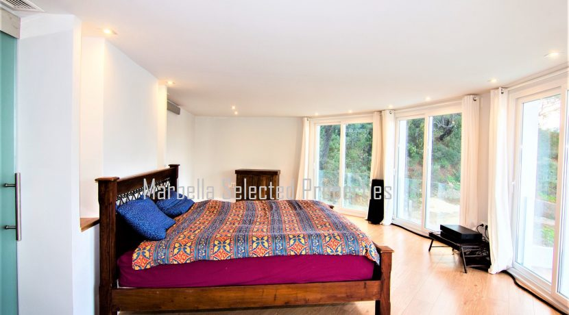 House_in_Marbella-13Masterbedroomview2