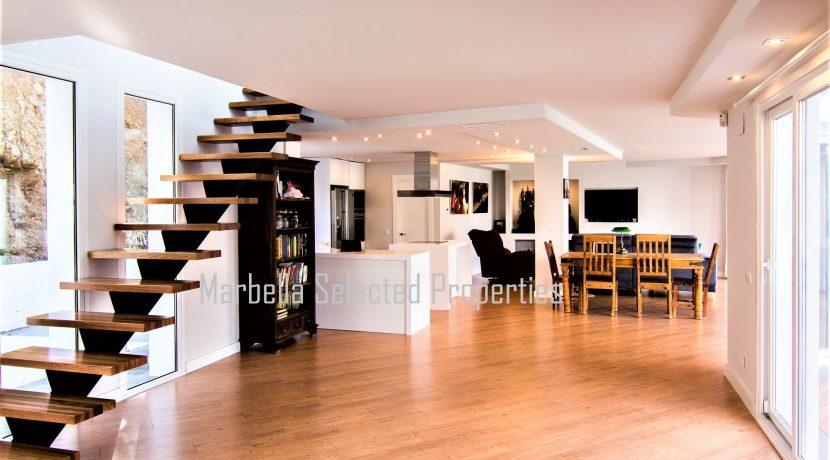 House_in_Marbella-15Overallviewsalonview
